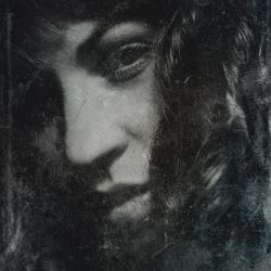Nærbilde av ansikt, ser i kamera, mye hår