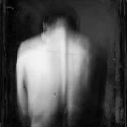 Svart-hvitt bilde av rygg